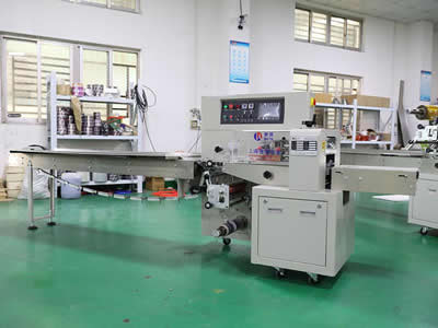Bottom Seal Flow Pack Wrapping Machine
